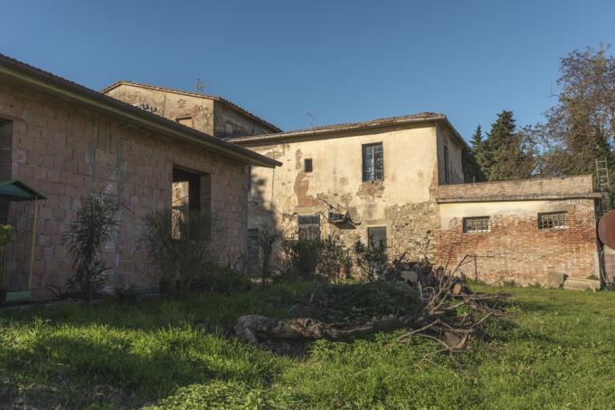 antico-borgo-con-due-casali-vicino-san-gimignano-in-vendita-toscana-pisa-volterra
