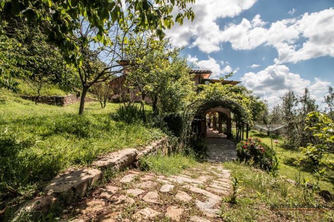 giardino-incantevole-villa-con-piscina-in-vendita-toscana-livorno-castagneto-carducci