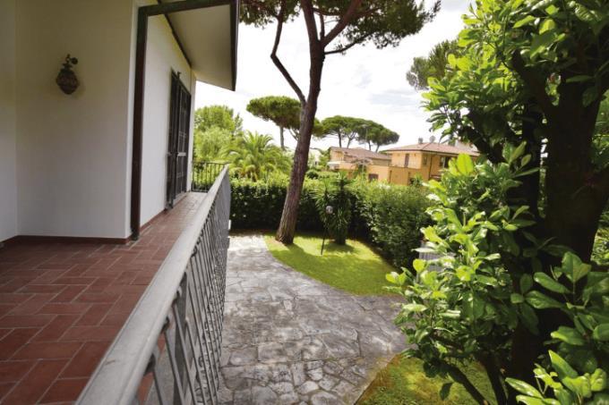 giardino-villa-sulla-spiaggia-in-vendita-toscana-versilia-lido-camaiore