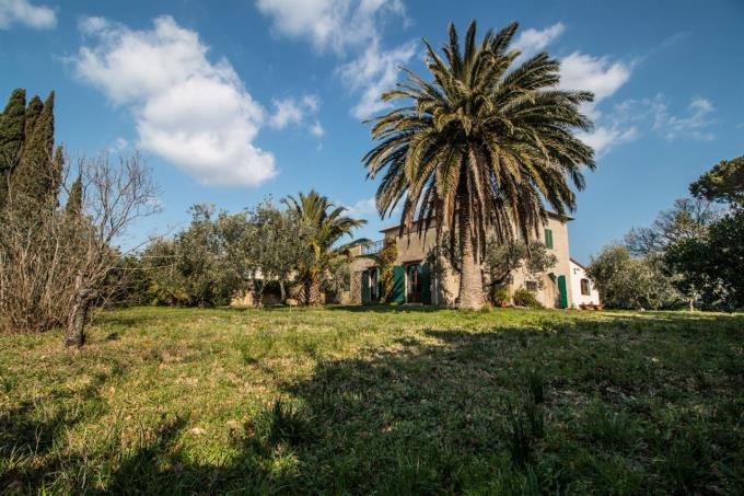 giardino-esclusiva-villa-con-vista-mare-in-vendita-toscana-pisa-montescudaio