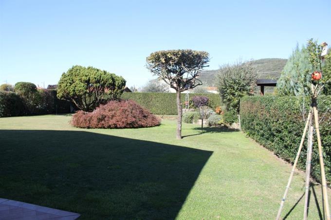 giardino-privato-villa-nuova-costruzione-in-vendita-in-toscana-versilia-pietrasanta