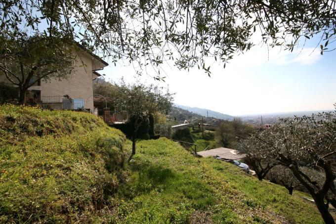 giardino-rustico-vista-mare-in-vendita-toscana-versilia-pietrasanta