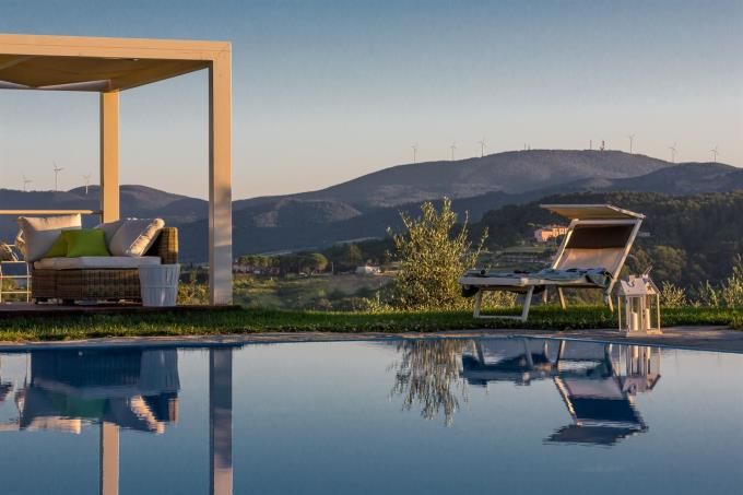 gazebo-lussuoso-casale-con-piscina-in-vendita-toscana-pisa