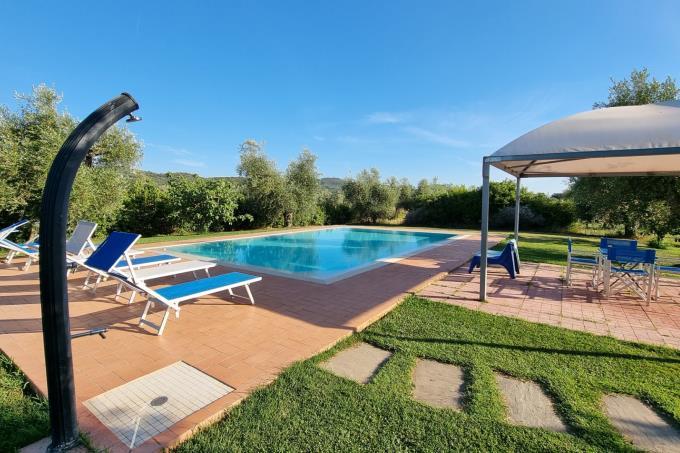 gazebo-piscina-casale-di-lusso-sul-mare-in-vendita-toscana-livorno-castagneto-carducci