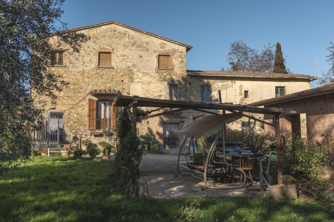 giardino-antico-rustico-casale-ristrutturato-in-vendita-toscana-tra-san-gimignano-e-volterra