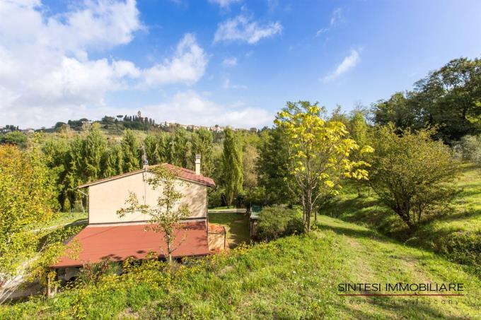 garden-of-exclusive-farmhouse-for-sale-tuscany-pisa