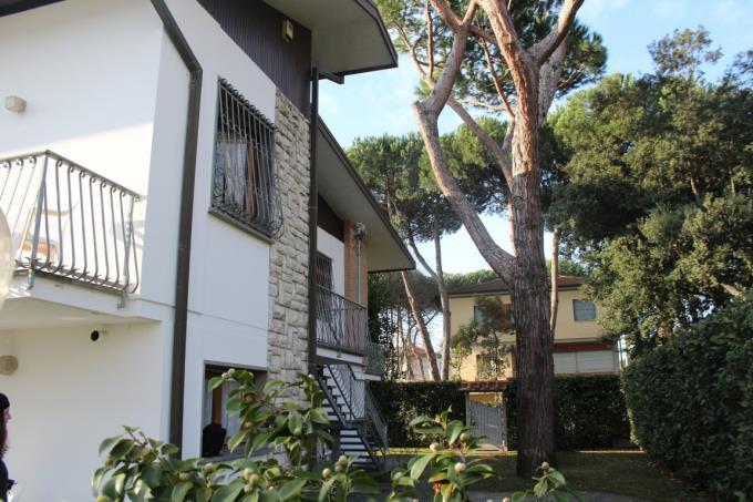 giardino-prestigiosa-villa-in-vendita-toscana-versilia-lido-camaiore