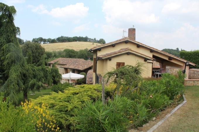 giardino-prestigioso-casale-vendita-toscana-volterra