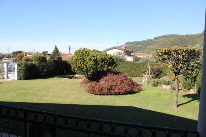 giardino-privato-villa-di-prestigio-in-vendita-in-toscana-versilia-pietrasanta