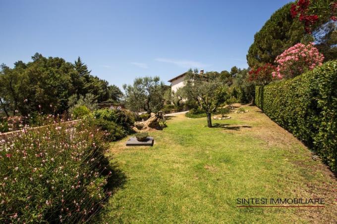 giardino-privato-villa-vendita-toscana-riparbella