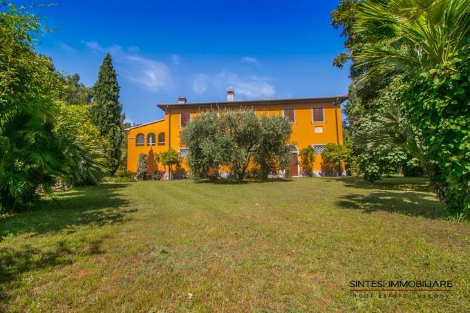 giardino-residenza-d'epoca-piscina-vicino-mare-in-vendita-toscana-livorno-sanvincenzo