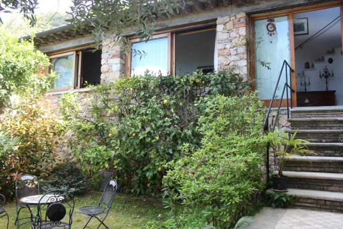 giardino-rustico-con-vista-mare-in-vendita-toscana-lucca-pietrasanta