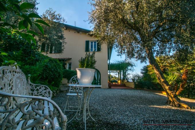 giardino-villa-di-lusso-con-5-camere-in-vendita-toscana-lucca