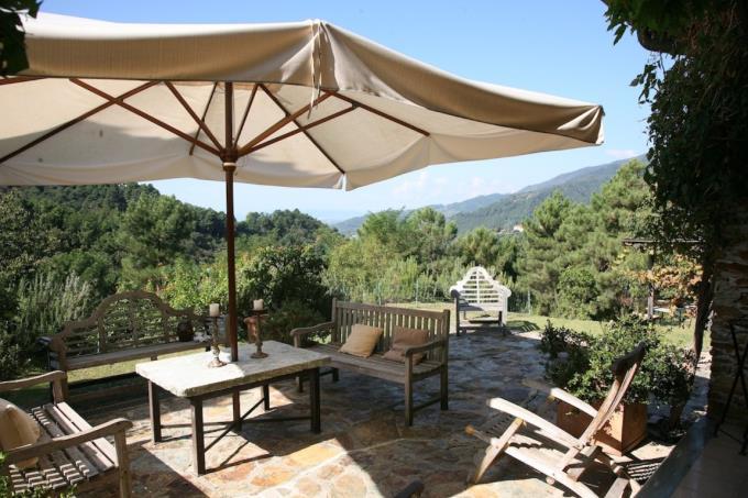 grande-terrazza-panoramica-esclusivo-casale-in-vendita-toscana-versilia-pietrasanta