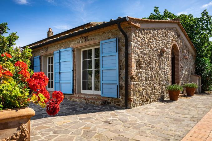 guesthouse-straordinaria-tenuta-vista-mare-piscina-in-vendita-sud-toscana-maremma-massa-marittima