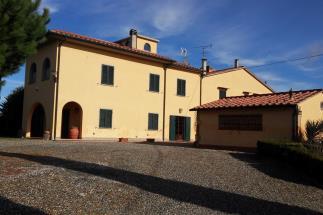 Prestigiosa casa di campagna in vendita vicino a Bolgheri con bellissima vista mare