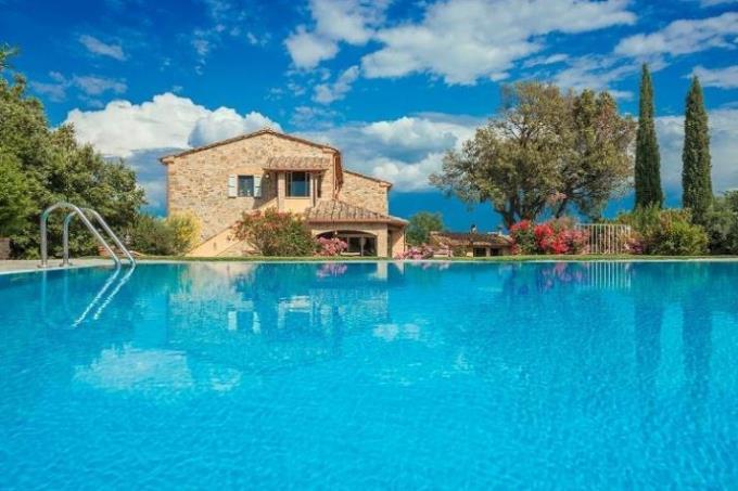 piscina-a-sfioro-casale-di-prestigio-in-vendita-toscana-pisa