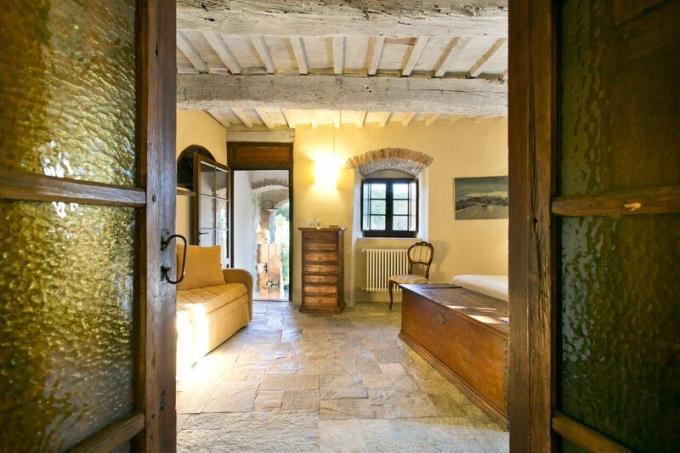ingresso-castello-di-charme-con-45-ettari-in-vendita-toscana-volterra