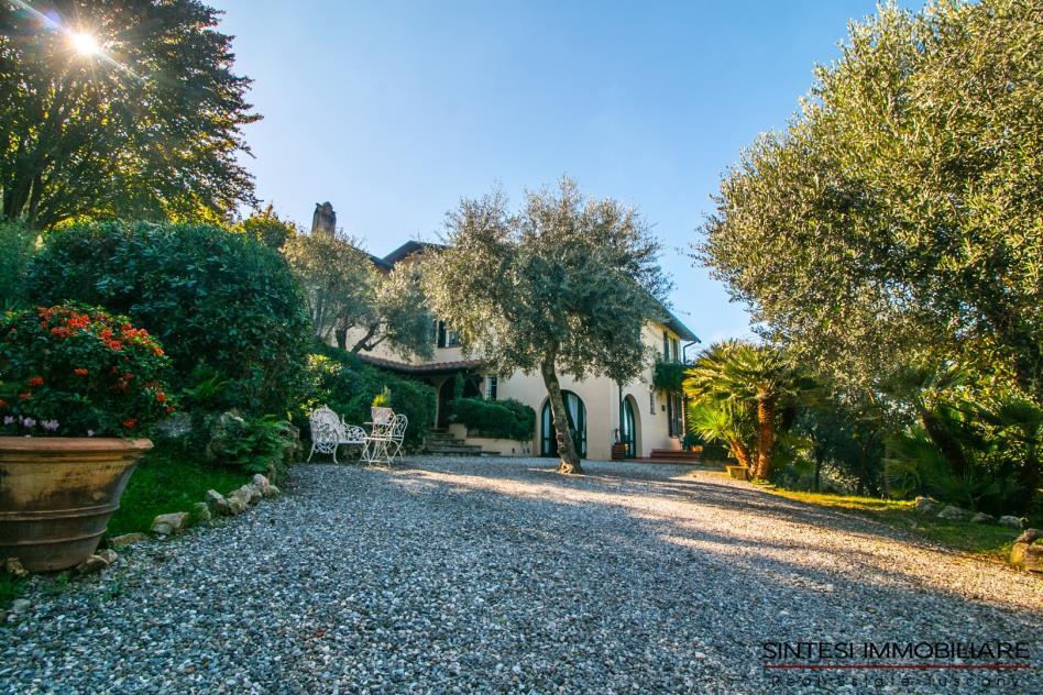 villa-di-charme-dominante-in-vendita-toscana-Lucca-versilia