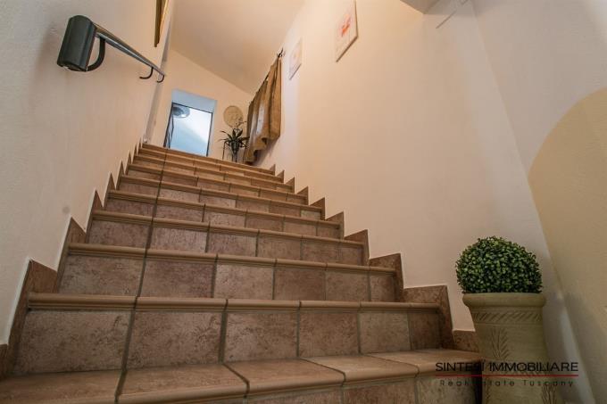 scala-interna-villa-di-prestigio-in-vendita-in-toscana-tra-suvereto-e-massa-marittima