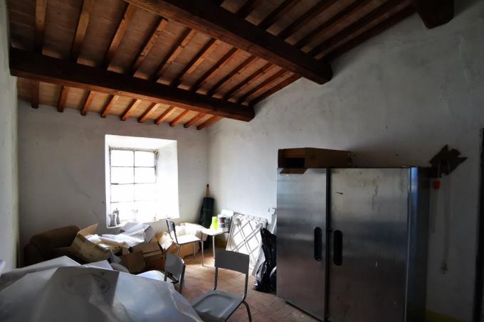 interni-tenuta-con-2-casali-in-vendita-toscana-pisa-volterra