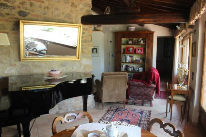 interiors-of-luxury-farmhouse-for-sale-tuscany-near-colle-val-delsa.JPG