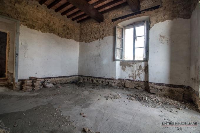 interni-casale-rustico-in-vendita-toscana-campagna-volterra