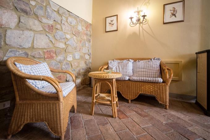 interni-in-pietra-fienile-ristrutturato-in-vendita-toscana-pisa-chianni