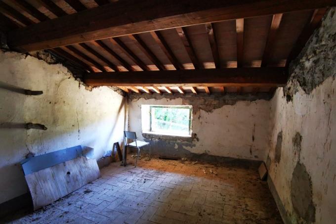 interni-rustico-in-pietra-in-vendita-toscana-tra-volterra-e-san-gimignano