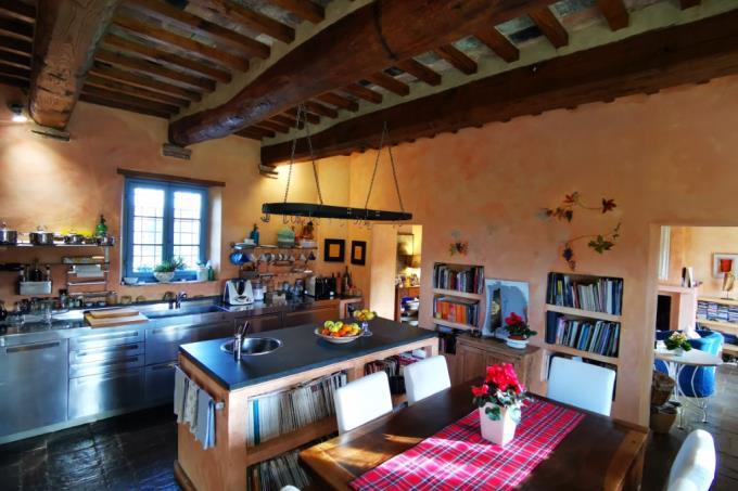 cucina-dimora-d'epoca-con-vigneto-in-vendita-toscana-pisa-casciana-terme