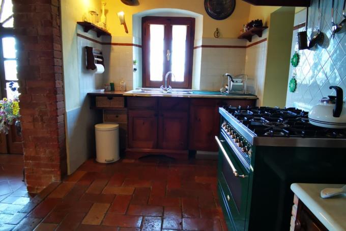 cucina-dimora-d'epoca-con-oliveto-IGP-in-vendita-toscana-Grosseto-Scansano