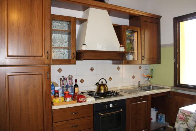 cucina-esclusivo-casale-con-piscina-in-vendita-toscana-castagneto-carducci