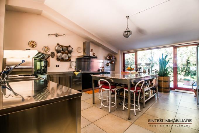 cucina-casale-di-prestigio-con-piscina-vista-mare-in-vendita-toscana-sud-maremma-massa-marittima