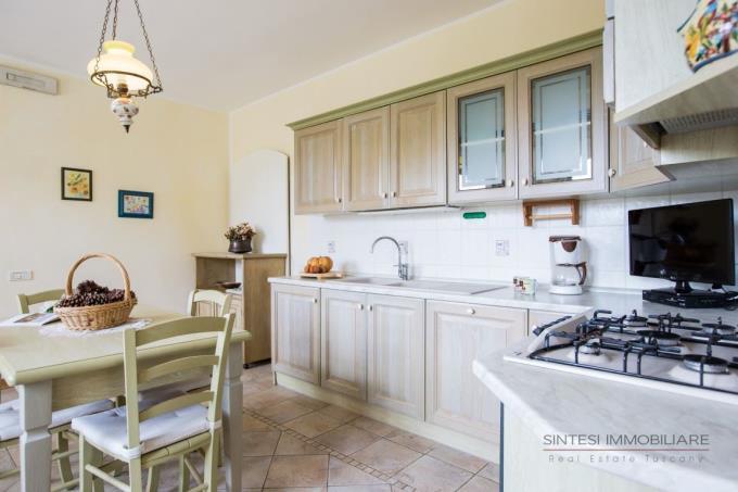 cucina-villa-ristrutturata-vendita-toscana-bolgheri