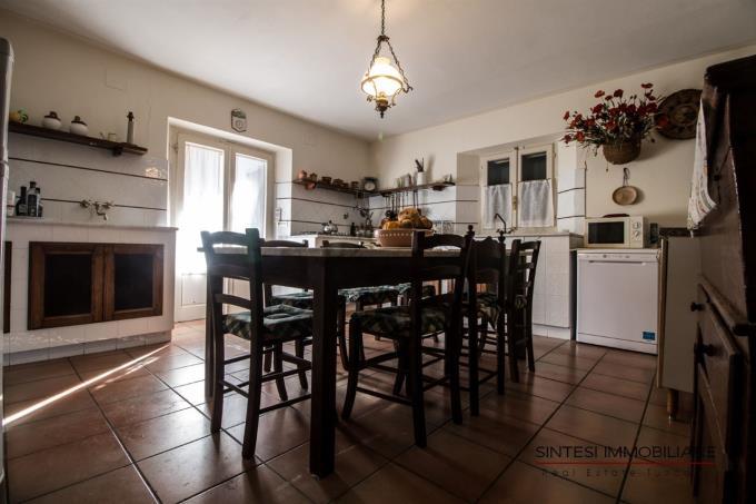cucina-antica-villa-di-campagna-in-vendita-toscana-pisa-lari