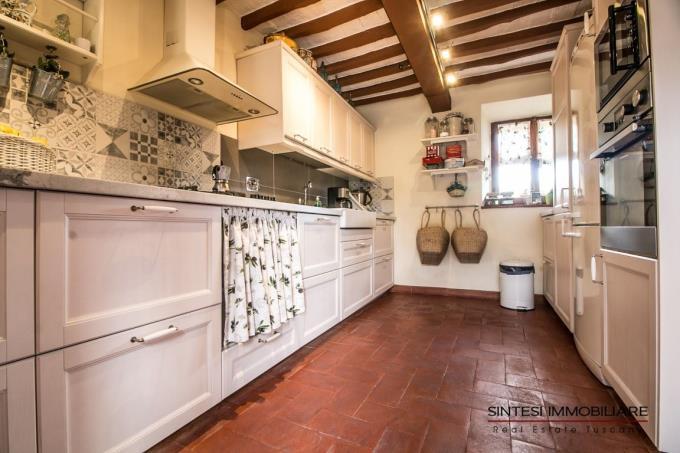 cucina-casale-di-prestigio-in-vendita-toscana-pisa-montecatini-val-di-cecina