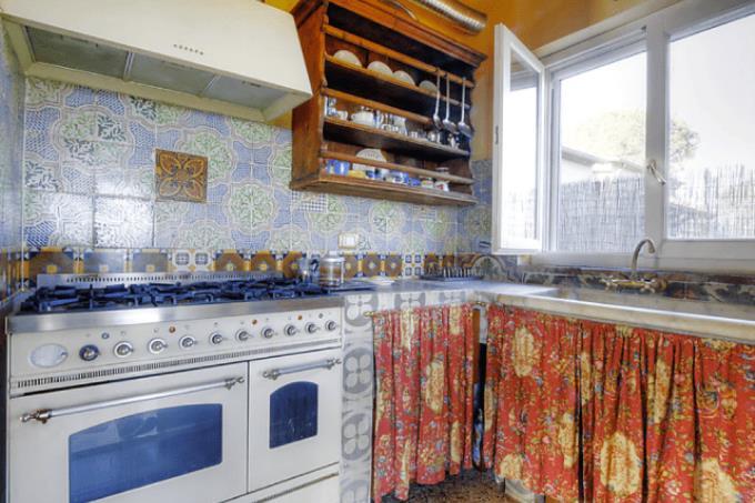 cucina-casale-spettacolare-vista-mare-in-vendita-toscana-costa-livorno