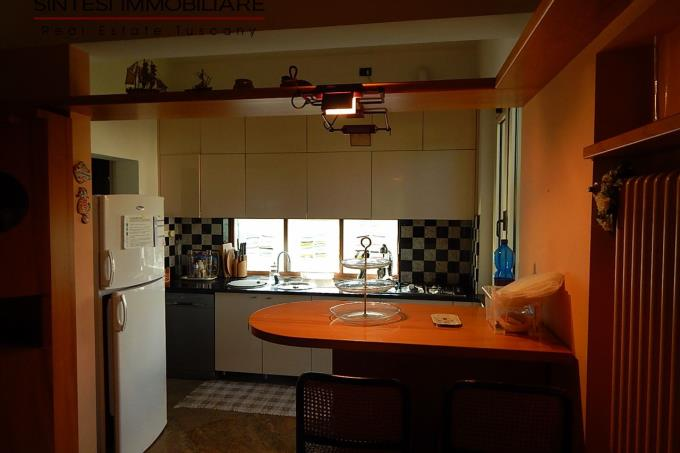 cucina-elegante-villa-sul-mare-vendita-versilia-marina-di-pietrasanta