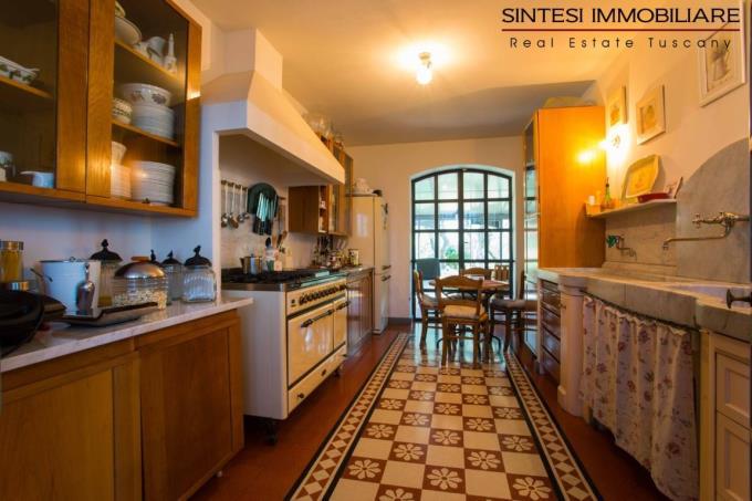 cucina-rustico-di-lusso-con-piscina-vicino-mare-toscana-costa-livorno