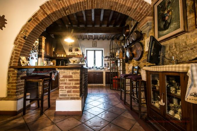 cucina-casale-padronale-in-vendita-toscana-pisa-lajatico