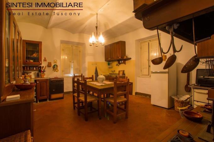 cucina-prestigiosa-villa-antica-in-vendita-toscana-pisa-costa-etrusca