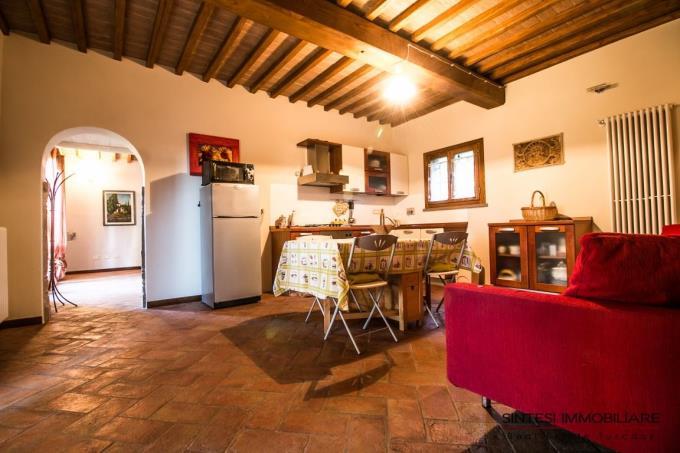 cucina-casale-abitazione-tipica-in-vendita-toscana-livorno-suvereto