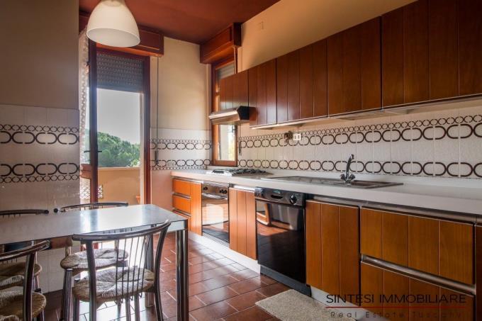 cucina-porzione-villa-bifamiliare-in-vendita-toscana-costa-livorno