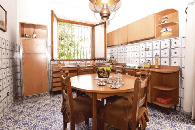 cucina-villa-di-prestigio-sul-mare-toscana-versilia-lido-camaiore