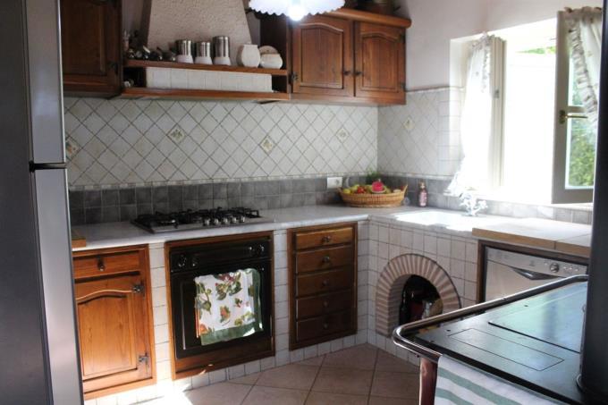 cucina-villa-nuova-costruzione-in-vendita-toscana-lucca-versilia