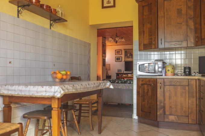 cucina-dimora-d'epoca-con-4-camere-in-vendita-toscana-tra-volterra-e-san-gimignano