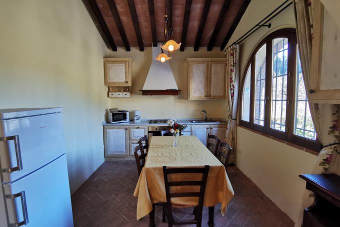 cucina-tenuta-di-prestigio-con-piscina-e-2-casali-in-vendita-toscana-valdicornia-suvereto