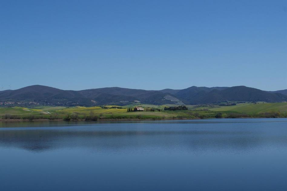 casale-di-prestigio-vista-lago-in-vendita-toscana-colline-pisane