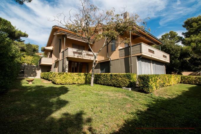 ampio-giardino-esclusiva-villa-bifamiliare-in-vendita-toscana-livorno