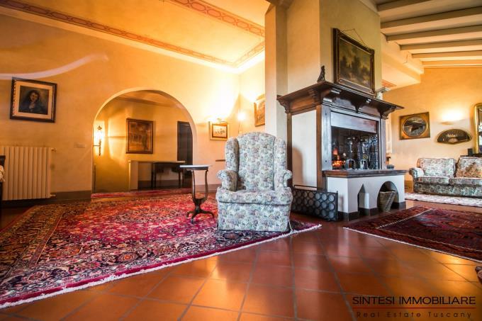 salone-con-camino-villa-di-prestigio-in-vendita-toscana-colline-lucchesi